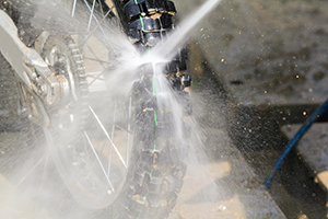 愛車をキレイに保とう! オフロードバイクの洗車方法